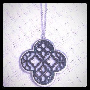 Jewelry - Gorgeous clover pendant necklace